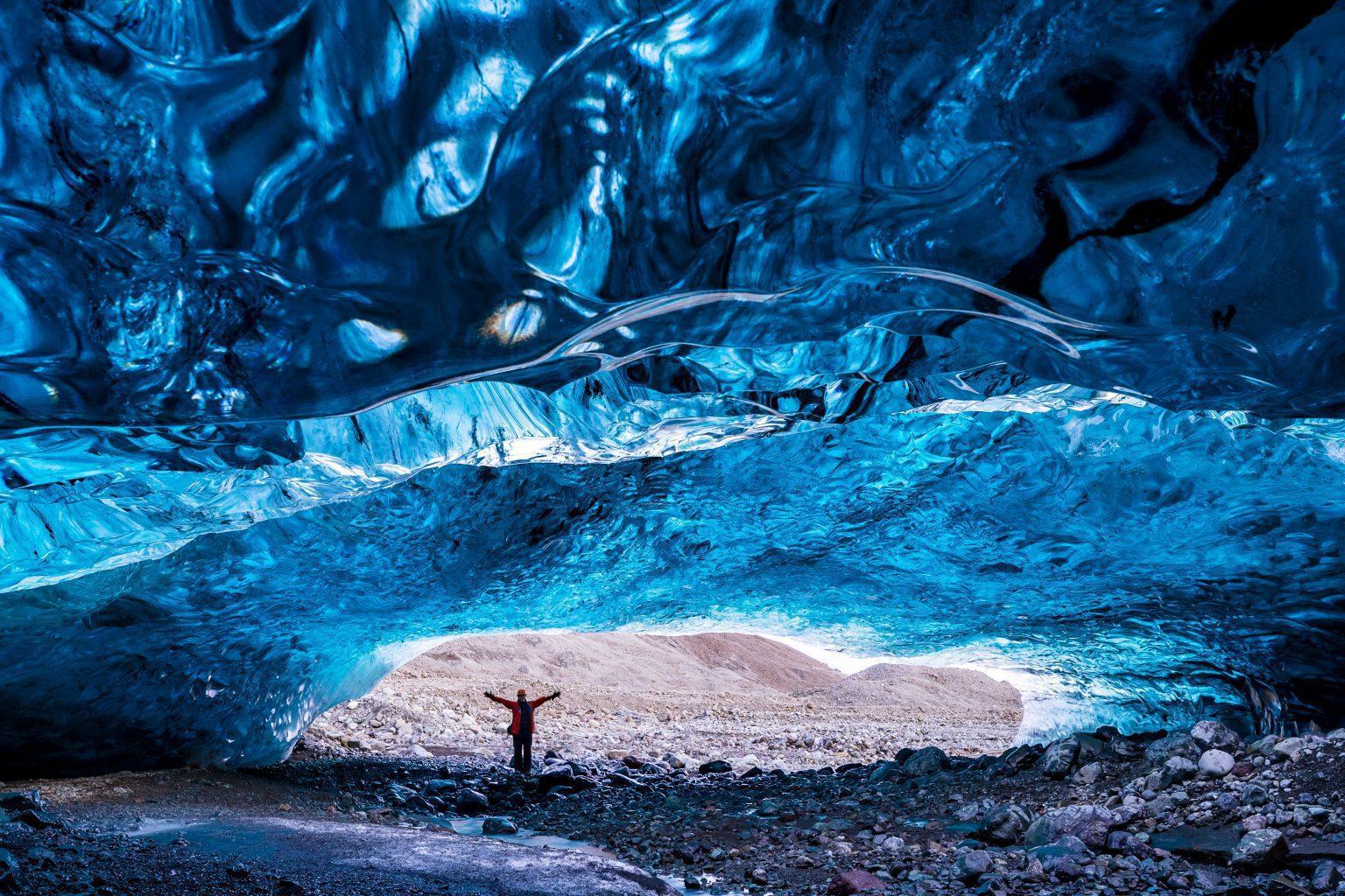 Kristallblaue Eishöhle in Island
