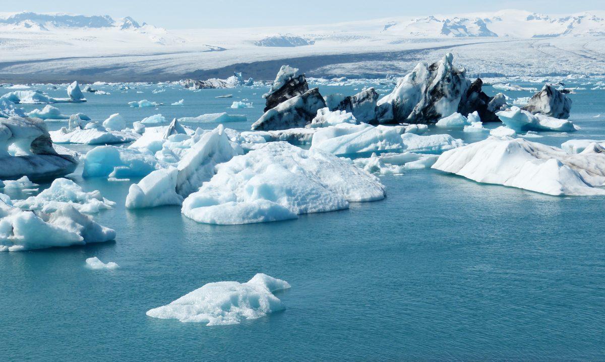 icebergs inj okulsarlon glacier lagoon iceland