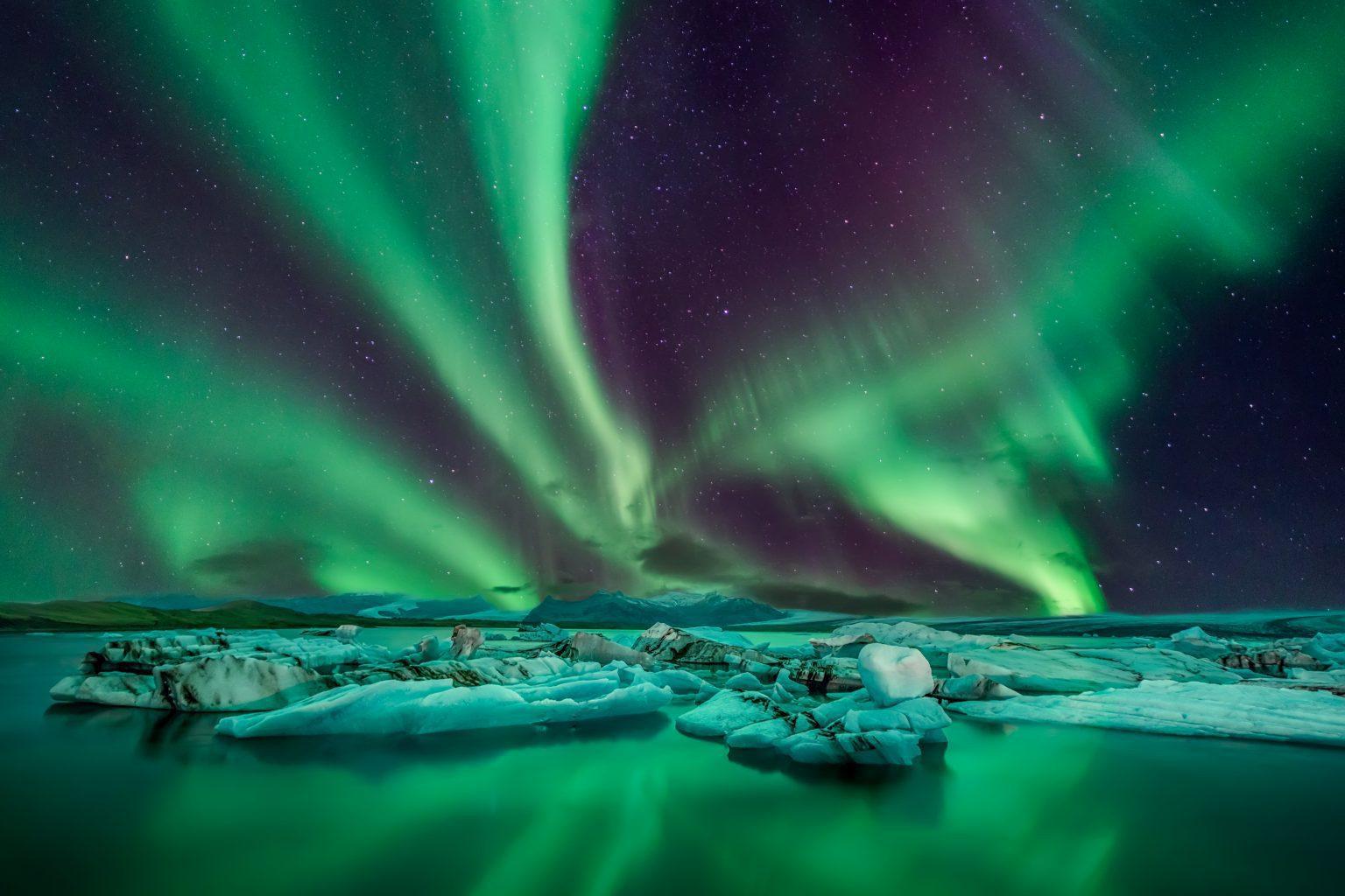 jokulsarlon glacier lagoon under amazing northern lights