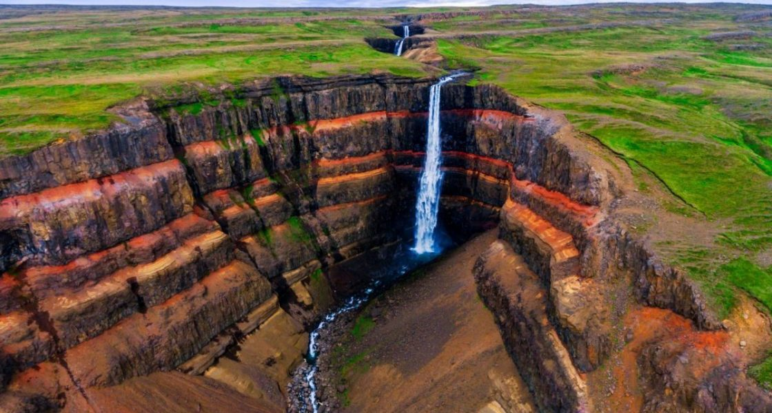 Cascade Hengifoss dans l'Est de l'Islande