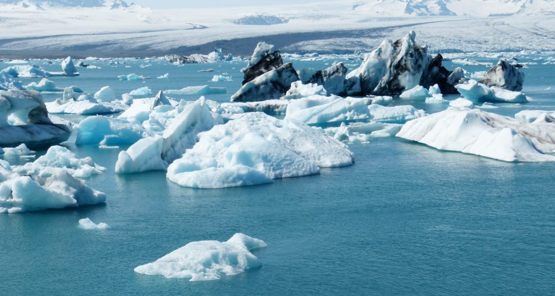 icebergs inj okulsarlon glacier lagoon